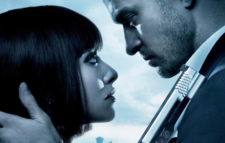 Photo wallpaper girl, time, gun, weapons, the film, guy, Justin Timberlake, In Time, Amanda Seifred