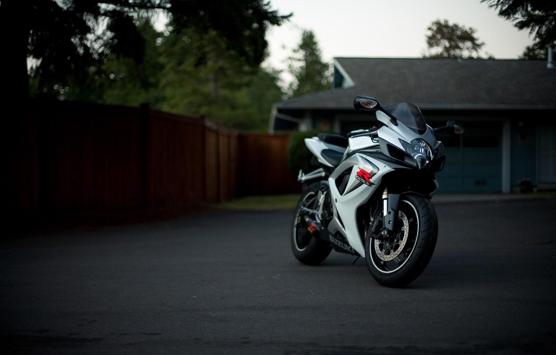 Photo wallpaper white, trees, house, white, suzuki, bike, Suzuki, supersport, gsx, gmccar