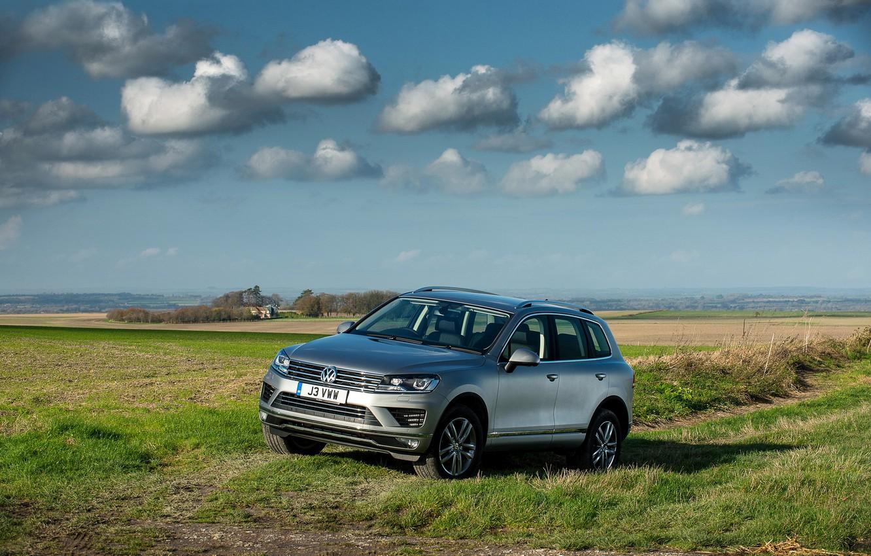 Photo wallpaper the sky, landscape, photo, grey, Volkswagen, car, 2014, Touareg SE