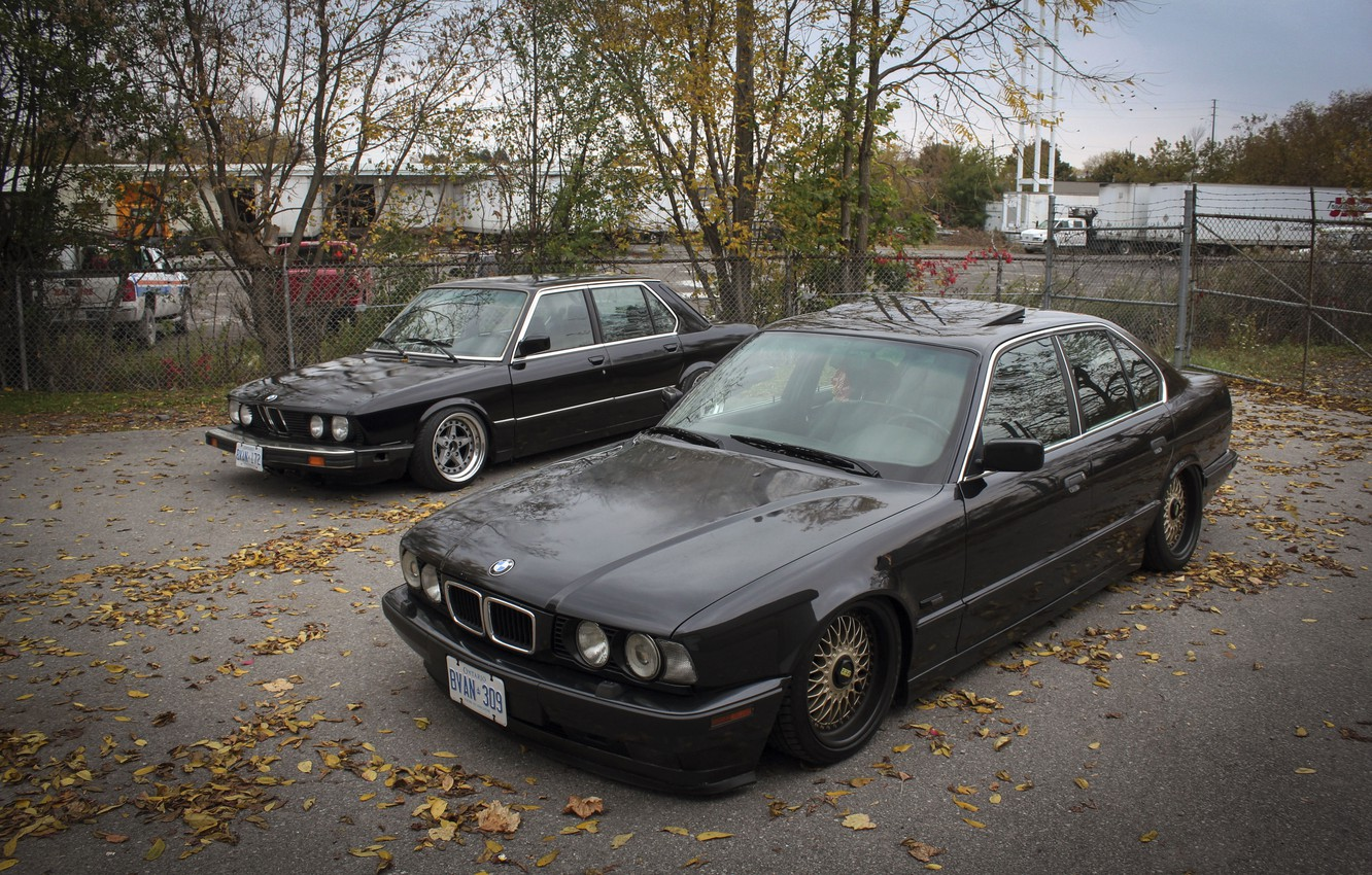 Photo wallpaper autumn, leaves, tuning, BMW, BMW, drives, classic, tuning, autumn, E34, stance, E28