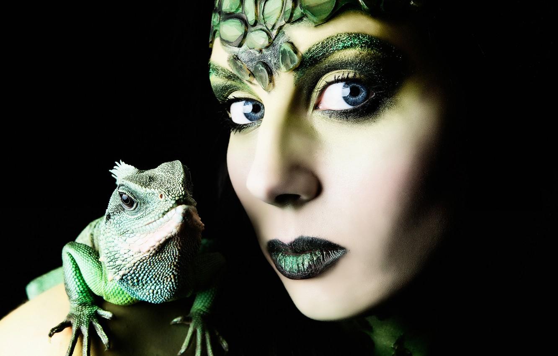 Photo wallpaper girl, portrait, makeup, lizard