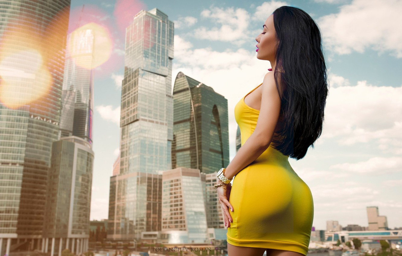 Photo wallpaper girl, landscape, the city, model, home, skyscrapers, makeup, figure, dress, brunette, hairstyle, yellow, photographer, sexy, …