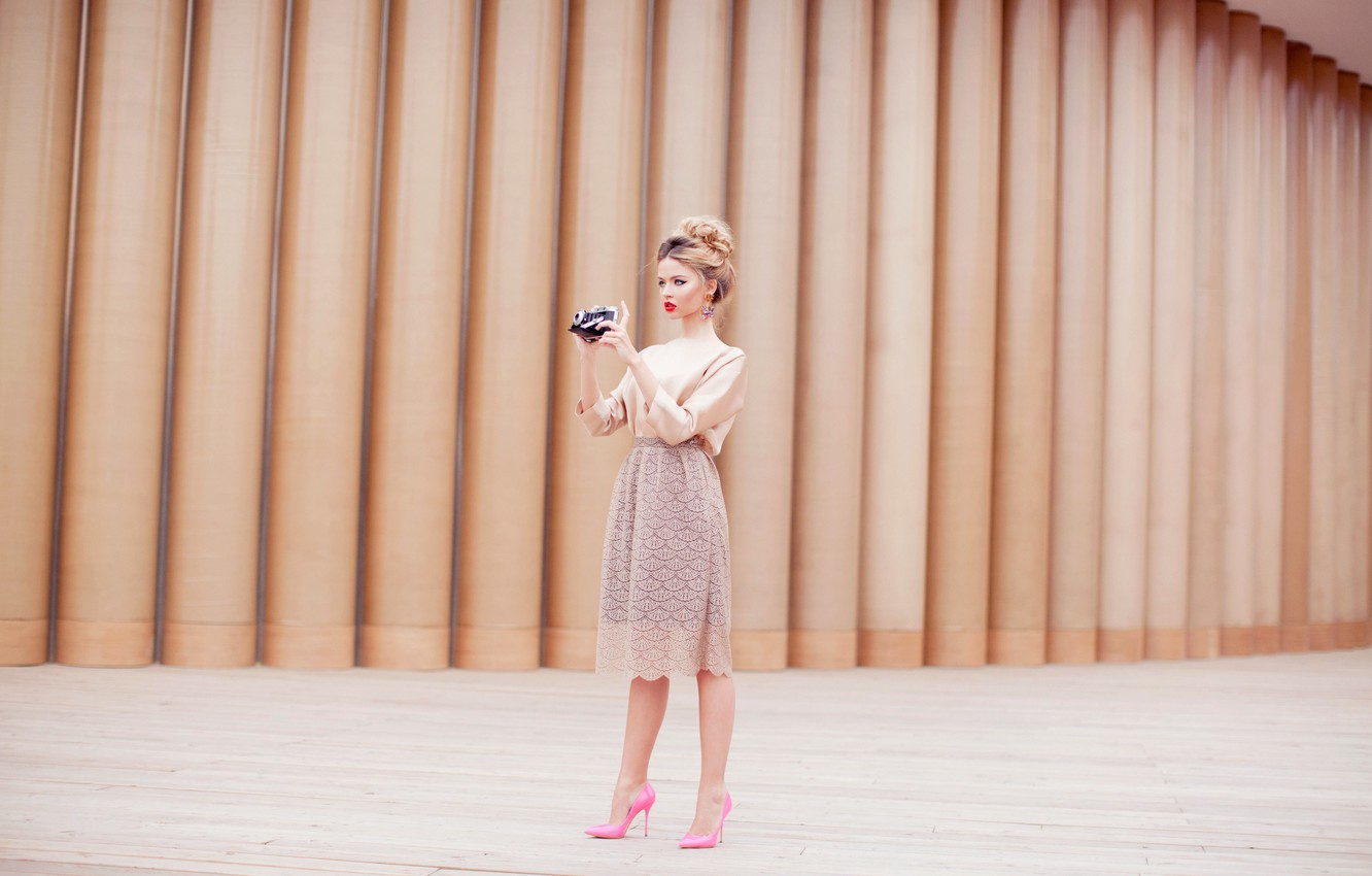Photo wallpaper girl, skirt, camera, the camera, blonde, shoes, pink, photographs, relieves