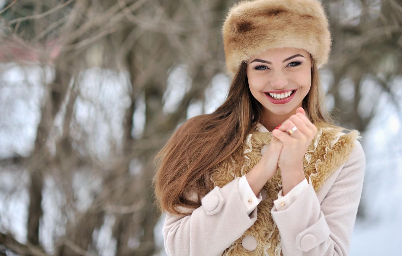Photo wallpaper winter, look, girl, snow, face, smile, mood, hat, hands, gloves, fur, coat