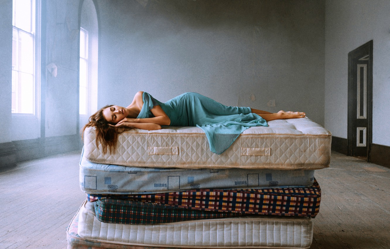 Photo wallpaper girl, sleep, Bird Man, The Princess and the Pea