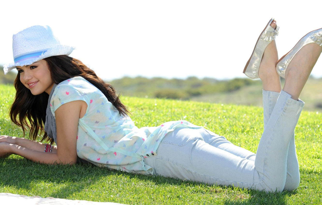 Photo wallpaper greens, the sun, smile, mood, lawn, hat, actress, brunette, shoes, lies, singer, on the grass, …