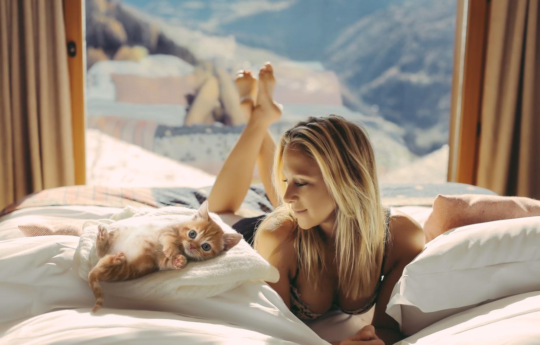 Photo wallpaper Girl, Legs, Body, Smile, Bed, Wallpaper, Cat, Eyes, Blonde, Photo, Background, Morning, Sunshine, Mirror, Cute, …