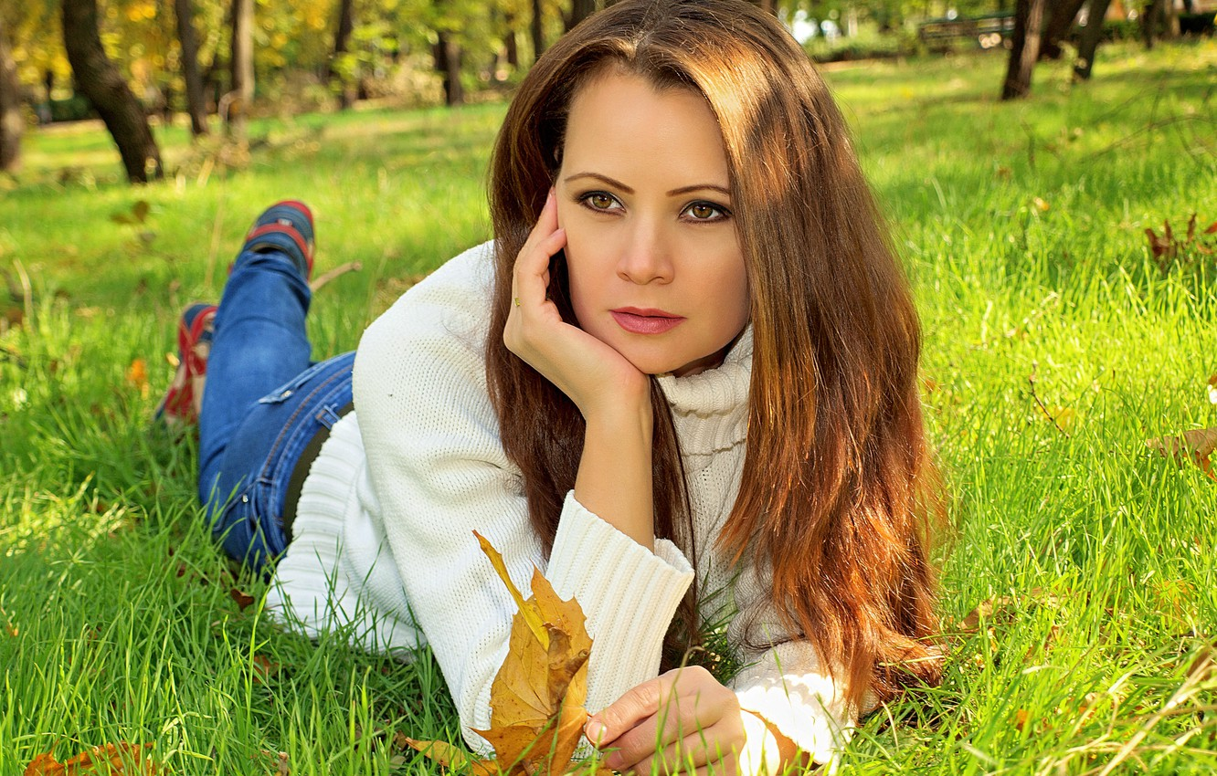 Photo wallpaper greens, autumn, leaves, girl, trees, Park, jeans, blur, yellow, lies, brown hair, on the grass, …