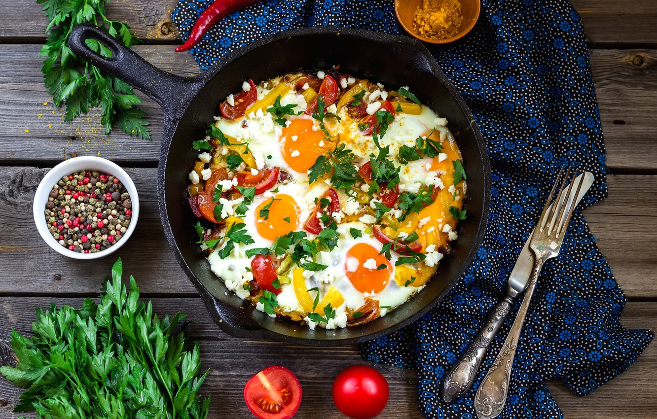 Photo wallpaper knife, pepper, plug, scrambled eggs, vegetables, tomatoes, parsley, spices, pan