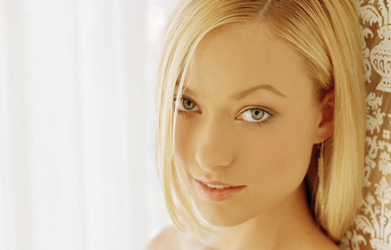 Photo wallpaper eyes, look, girl, face, smile, background, portrait, light, actress, Olivia Wilde, blonde, House, House, the …