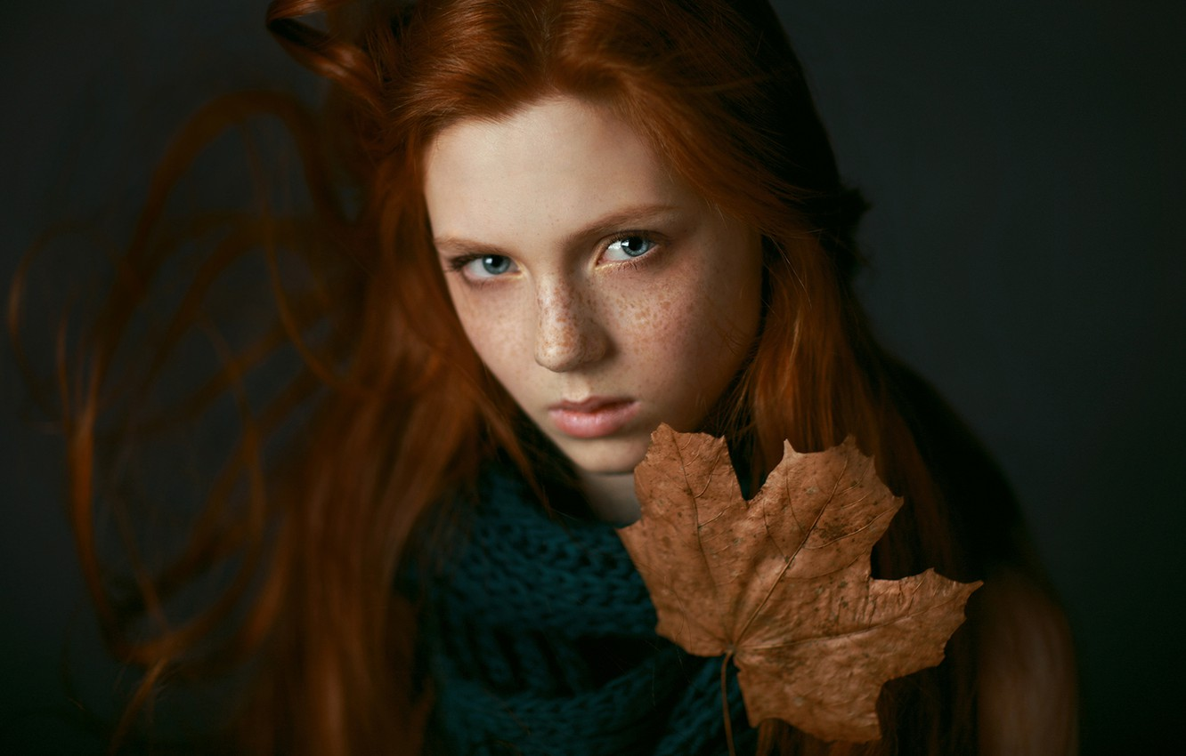 Photo wallpaper sadness, girl, sheet, portrait, freckles, autumn