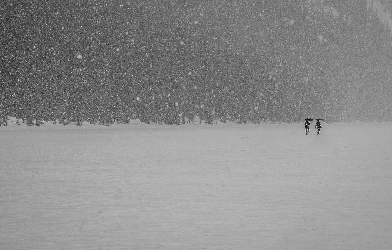 Photo wallpaper winter, snow, mountains, lake, people, umbrella, walking, frozen