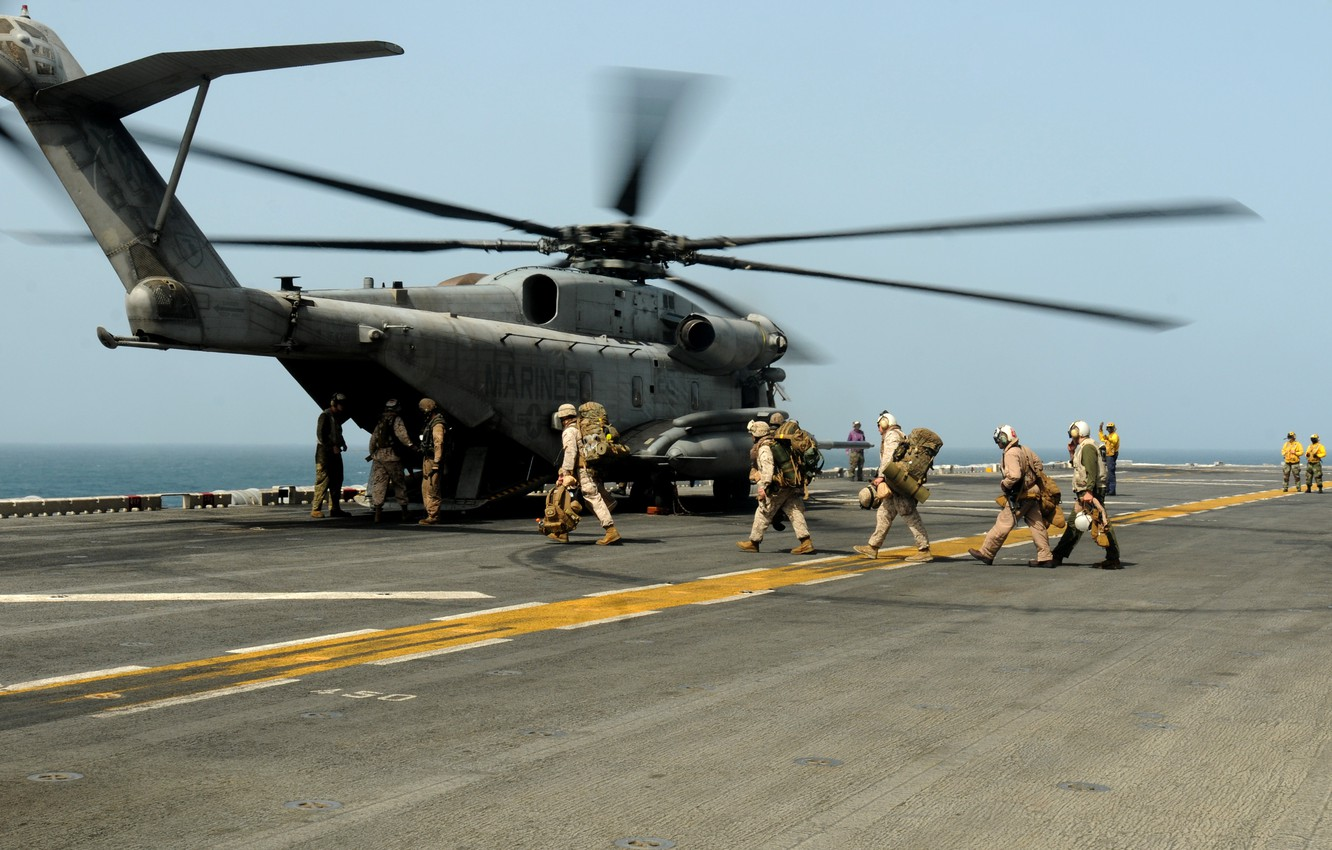 Photo wallpaper the ocean, soldiers, deck, helicopter, military transport, Sikorsky, Aero, heavy, UDC, Marine CH-53D Sea Stallion, …