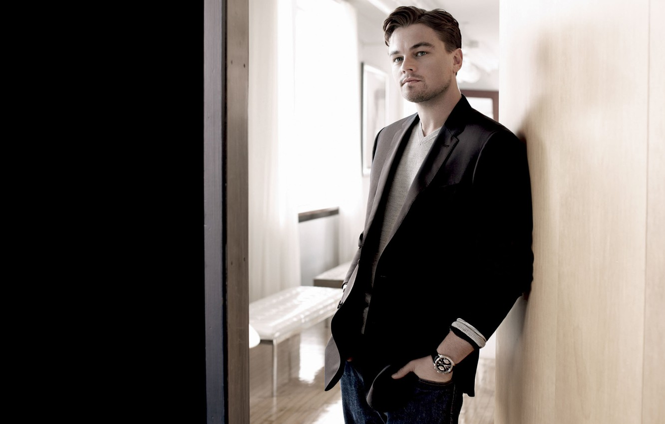 Photo wallpaper watch, the door, male, actor, jacket, Leonardo DiCaprio, Leonardo Dicaprio