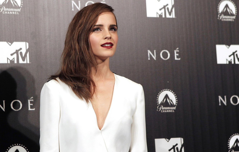 Photo wallpaper the film, hair, actress, beauty, blouse, white, Emma Watson, hairstyle, premiere, Noah, Noah, EMMA WATSON